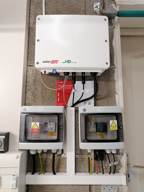 Installation solaire hybride 3kWc en autoconsommation