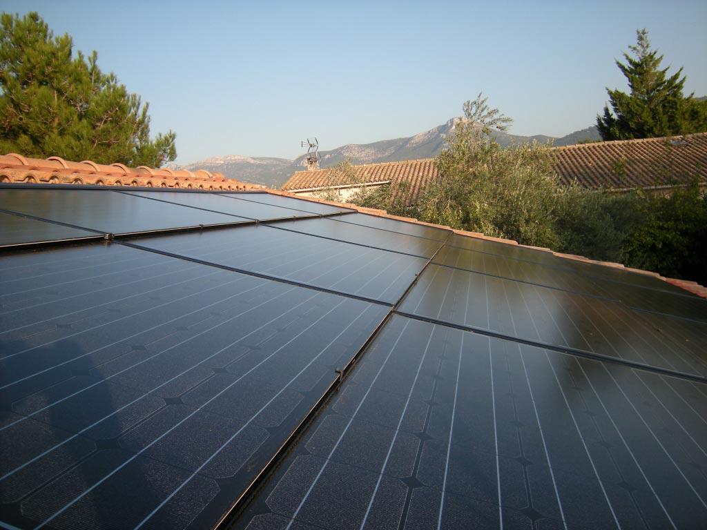 Installation solaire panneaux photovoltaïque intégration au bâti SOLARFABRIK onduleur SOLARMAX-Bouches du Rhône (13)