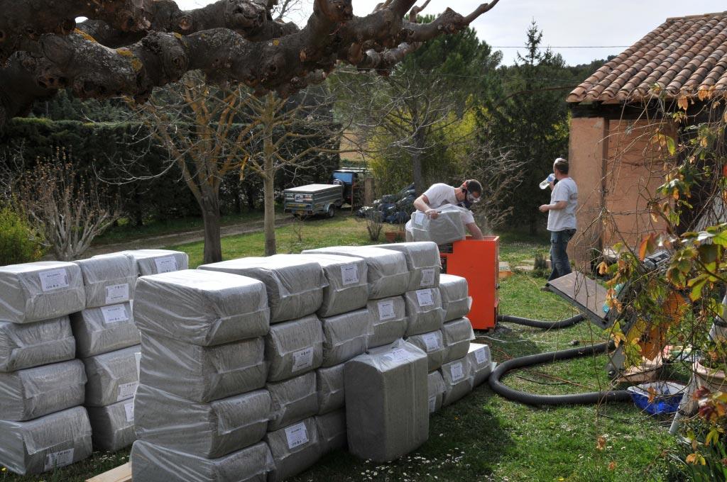 Projection ouate de cellulose en combles au Puy Sainte Réparade 13 Bouches du Rhône-Bouches du Rhône (13)