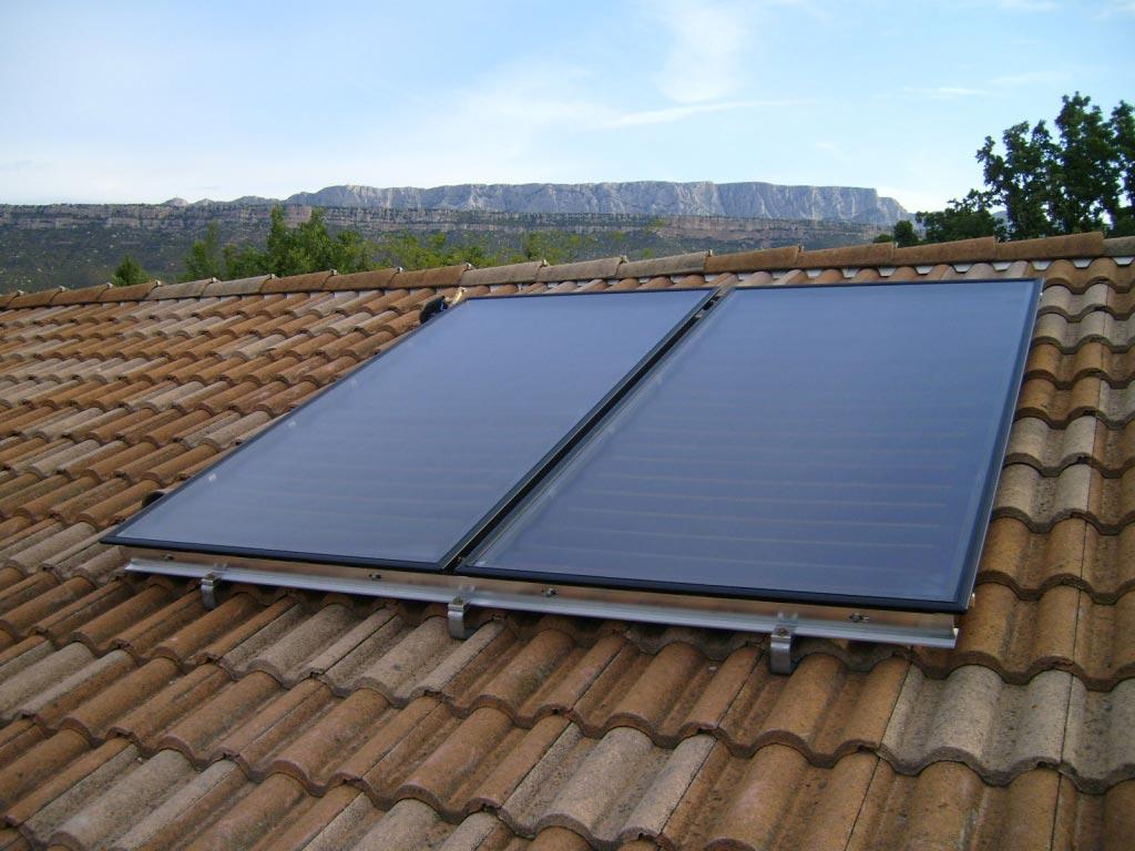Installation d'un chauffe eau solaire individuel ATLANTIC avec 2 capteurs thermiques SOLERIO-Bouches du Rhône (13)